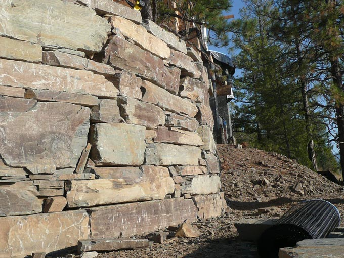 how to build a curved stacked stone wall